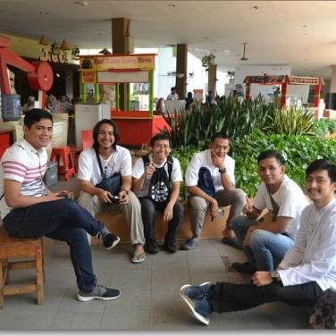 Saling berkenalan dengan relawan lain